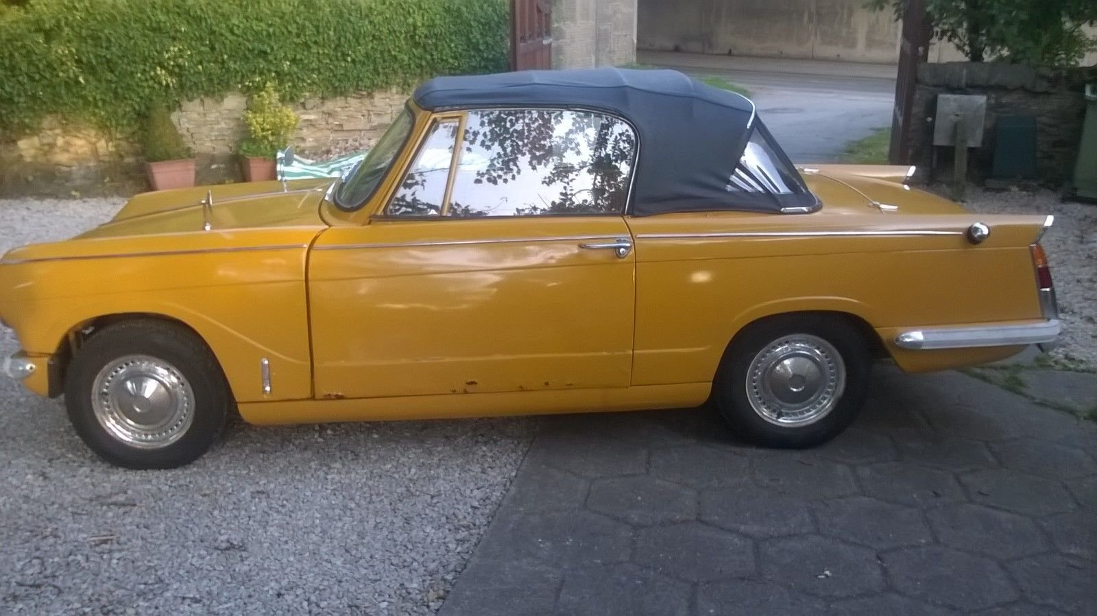 1971 TRIUMPH HERALD CONVERTIBLE SOLD (picture 3 of 6)