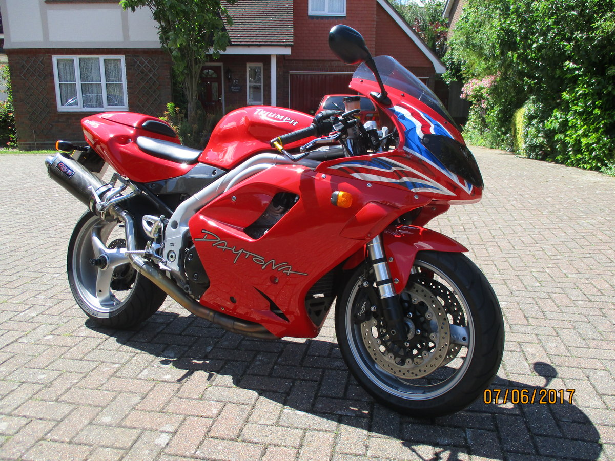 Triumph Daytona 955i Special Edition 2004 For Sale (picture 1 of 4)