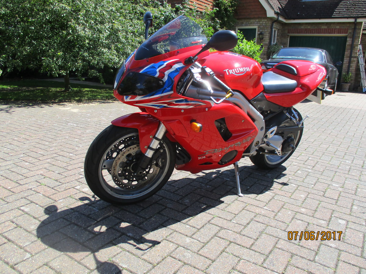 Triumph Daytona 955i Special Edition 2004 For Sale (picture 3 of 4)