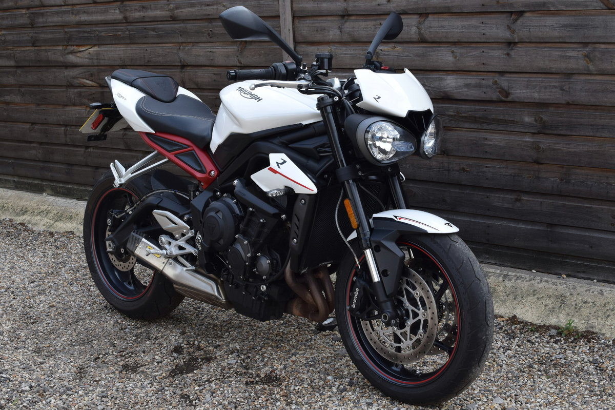 Triumph Street Triple 765 R (Arrow Exhaust + Options) 2017  SOLD (picture 1 of 6)