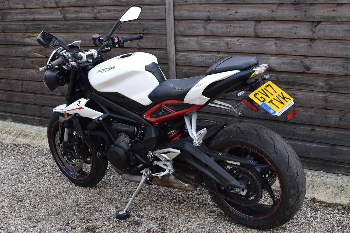 Triumph Street Triple 765 R (Arrow Exhaust + Options) 2017  SOLD (picture 3 of 6)