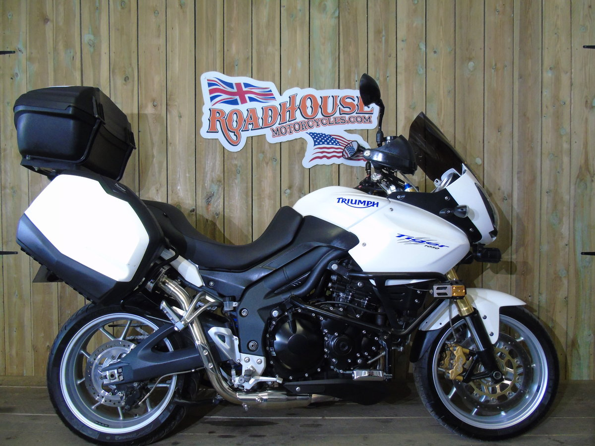 2011 Triumph Tiger 1050 Full Triumph Luggage Only 11000 Miles For Sale (picture 1 of 6)