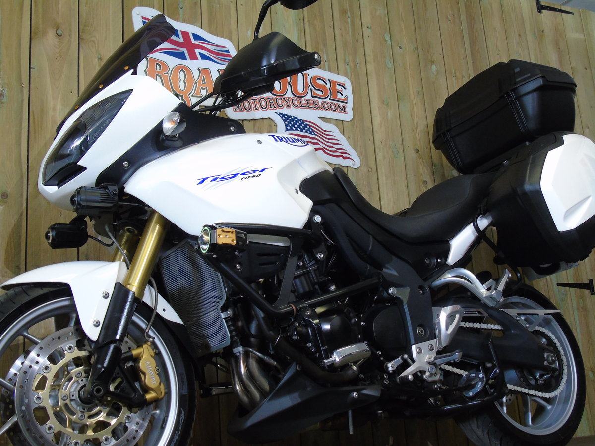2011 Triumph Tiger 1050 Full Triumph Luggage Only 11000 Miles For Sale (picture 3 of 6)