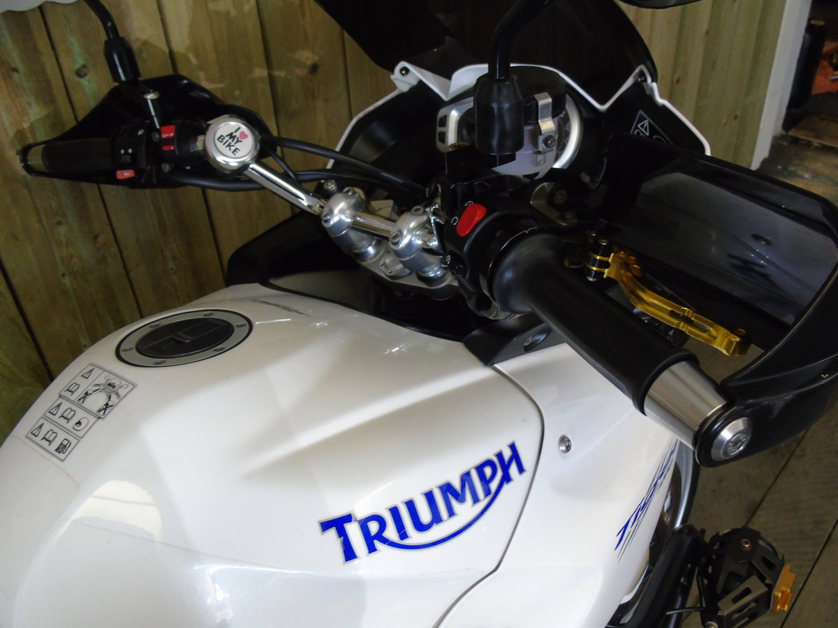 2011 Triumph Tiger 1050 Full Triumph Luggage Only 11000 Miles For Sale (picture 5 of 6)