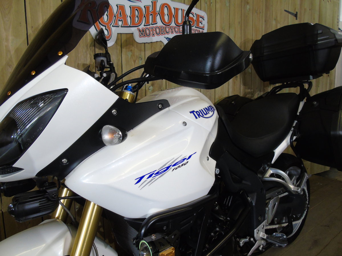 2011 Triumph Tiger 1050 Full Triumph Luggage Only 11000 Miles For Sale (picture 6 of 6)