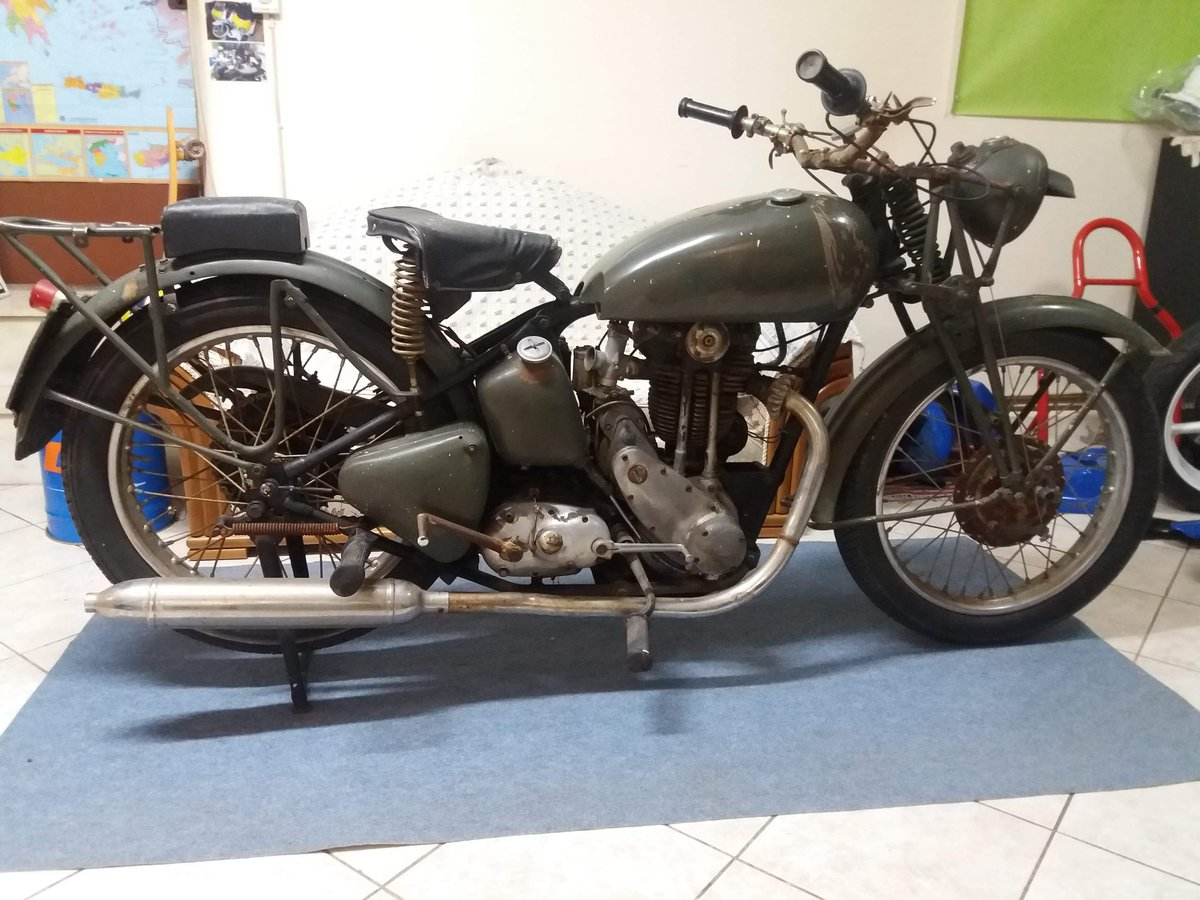 1943 Triumph 3hw 350 military SOLD (picture 1 of 6)