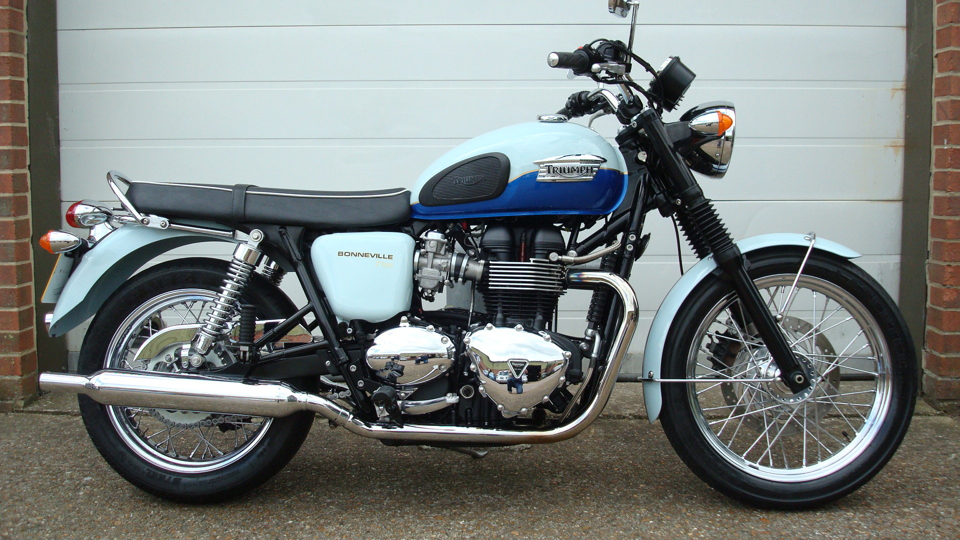 Triumph BONNEVILLE T100 SIXTY 1960 2010-10 **LOW MILES** SOLD (picture 1 of 6)