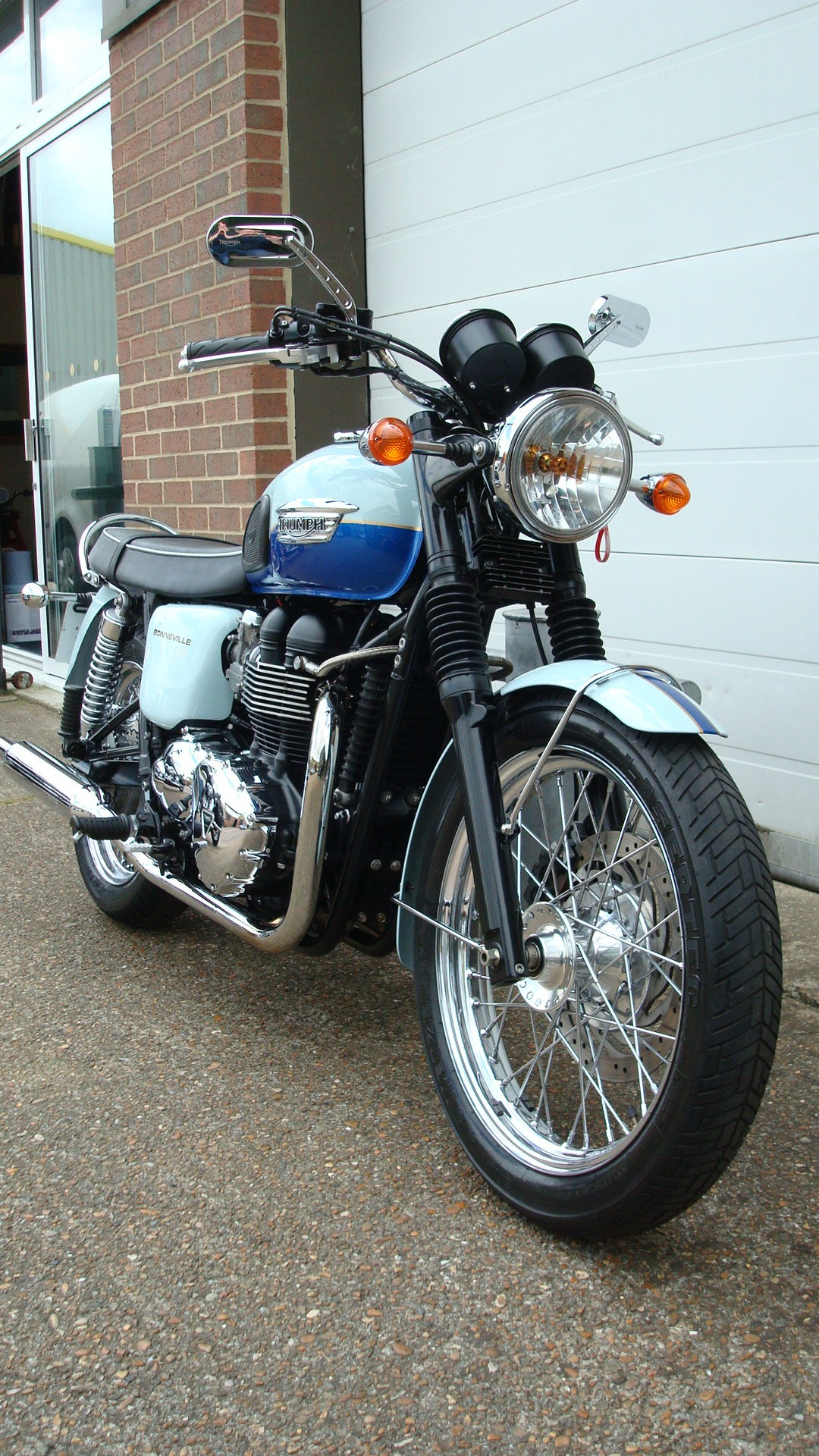 Triumph BONNEVILLE T100 SIXTY 1960 2010-10 **LOW MILES** SOLD (picture 2 of 6)