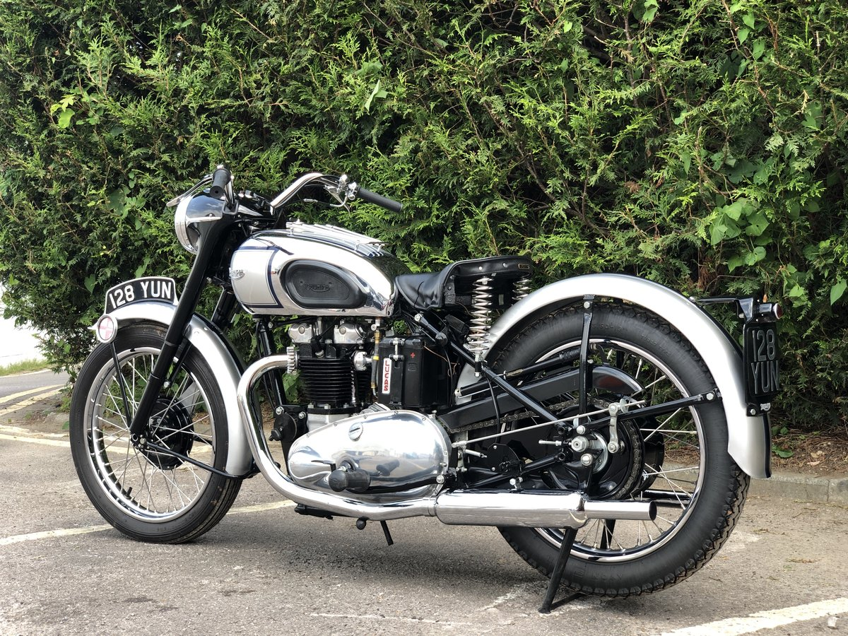 1949 Triumph T100 500cc Stunning Condition!! SOLD (picture 2 of 6)