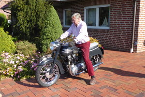 1960 Triumph Thunderbird 6T bath tub For Sale