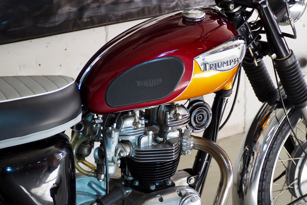 Fully Restored 1967 Triumph T120R Bonneville For Sale (picture 3 of 6)