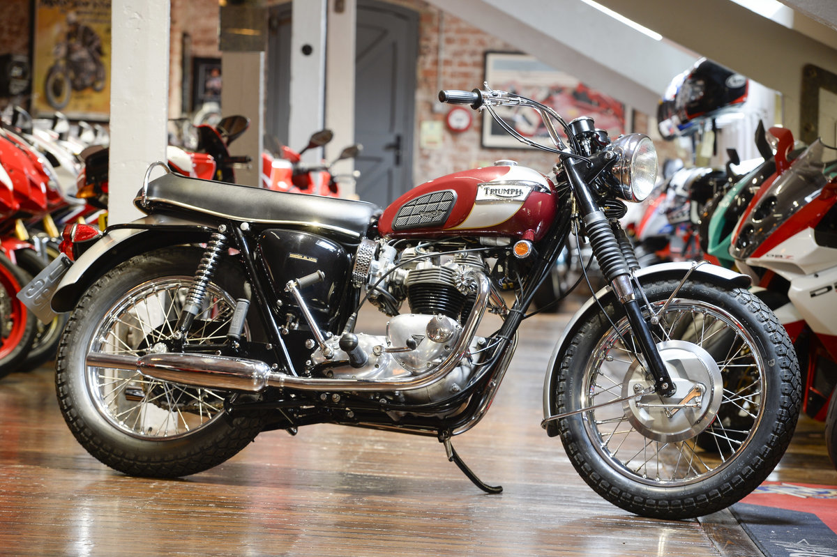 Triumph Bonneville T120R Beautifully Restored 1969 example For Sale (picture 1 of 6)
