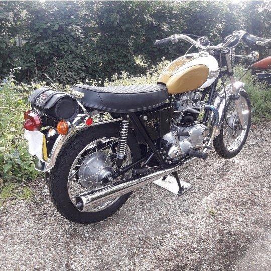 1972 Triumph Bonneville T120V Superb restoration For Sale (picture 1 of 6)