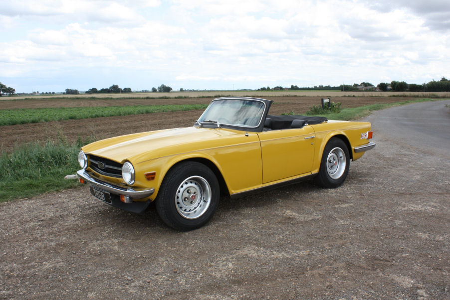 TRIUMPH TR6 1976 LAST OWNER 29 YEARS. INCA YELLOW WITH OVERD SOLD (picture 1 of 6)