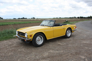 TRIUMPH TR6 1976 LAST OWNER 29 YEARS. INCA YELLOW WITH OVERD For Sale