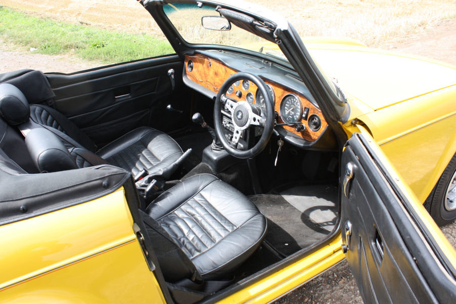 TRIUMPH TR6 1976 LAST OWNER 29 YEARS. INCA YELLOW WITH OVERD SOLD (picture 2 of 6)