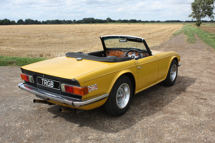 TRIUMPH TR6 1976 LAST OWNER 29 YEARS. INCA YELLOW WITH OVERD SOLD (picture 3 of 6)