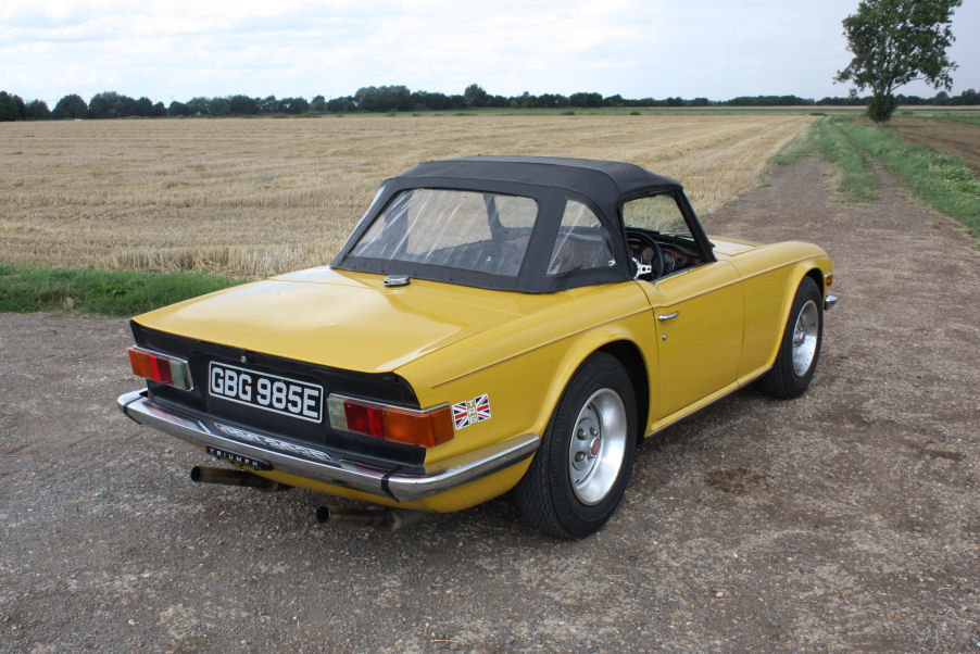 TRIUMPH TR6 1976 LAST OWNER 29 YEARS. INCA YELLOW WITH OVERD SOLD (picture 4 of 6)