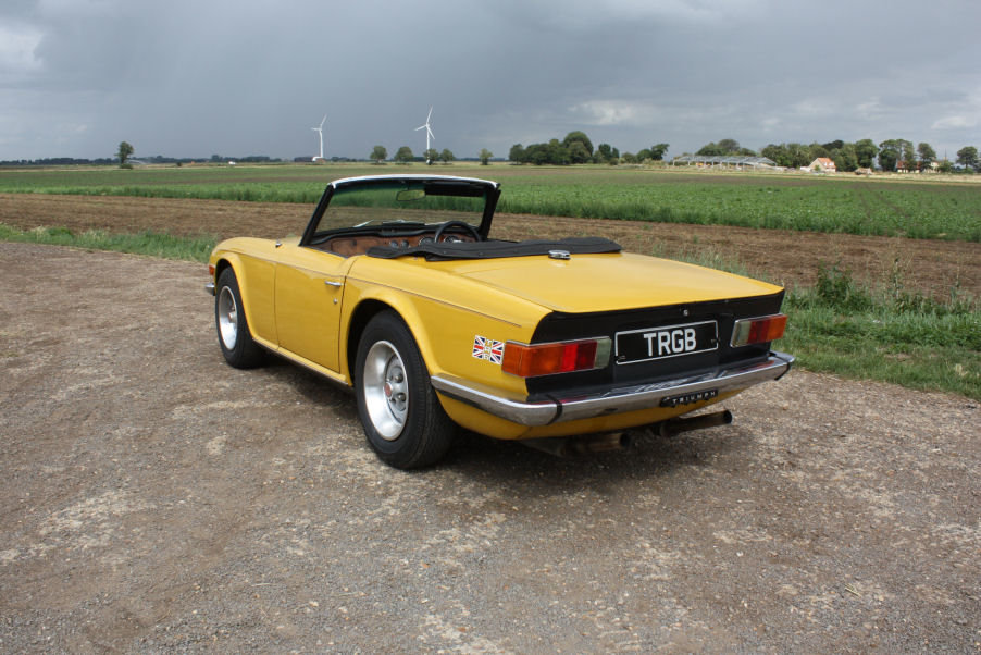 TRIUMPH TR6 1976 LAST OWNER 29 YEARS. INCA YELLOW WITH OVERD SOLD (picture 5 of 6)