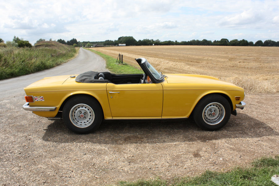 TRIUMPH TR6 1976 LAST OWNER 29 YEARS. INCA YELLOW WITH OVERD SOLD (picture 6 of 6)