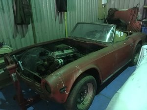 1972 Triumph tr6 red restoration project
