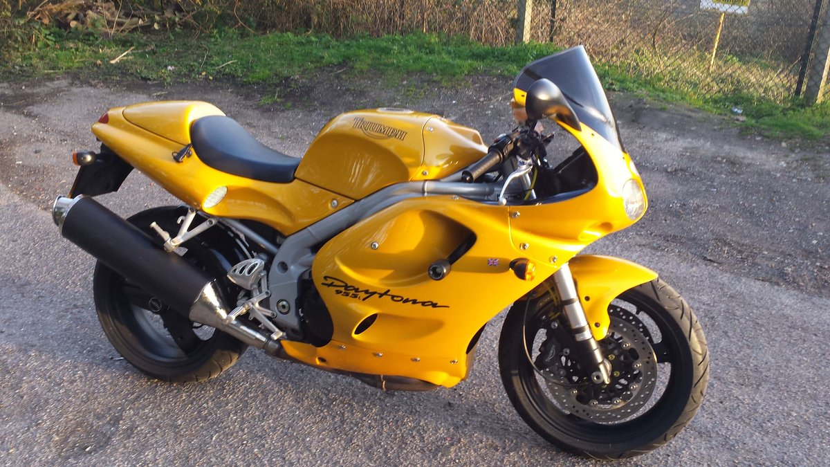 1999 Triumph daytona 955i 14000 miles only SOLD (picture 1 of 6)