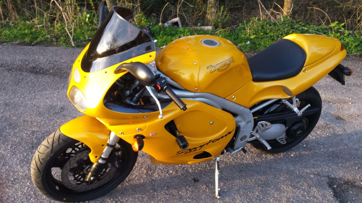 1999 Triumph daytona 955i 14000 miles only SOLD (picture 2 of 6)