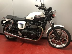 2013 TRIUMPH BONNEVILLE BOBBER CRUISER FANTASTIC CONDITION OFFERS