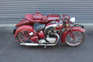 1939 TRIUMPH SPEED TWIN 5T WITH DUSTING SIDECAR