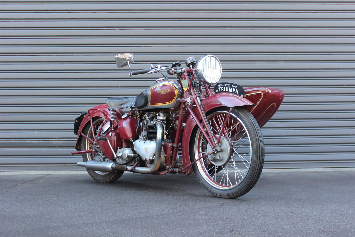 1939 TRIUMPH SPEED TWIN 5T WITH DUSTING SIDECAR For Sale by Auction (picture 2 of 3)