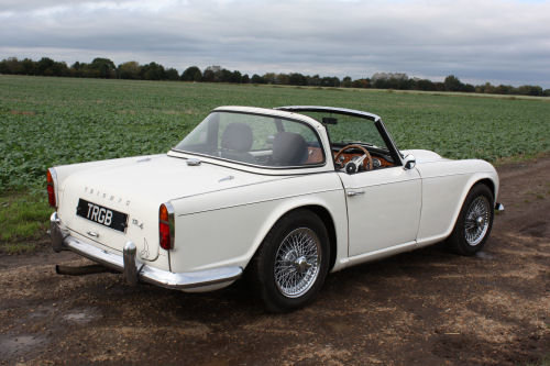 TRIUMPH TR4 1962. ORIGINAL UK CAR WITH OVERDRIVE AND SURREY  SOLD (picture 5 of 6)