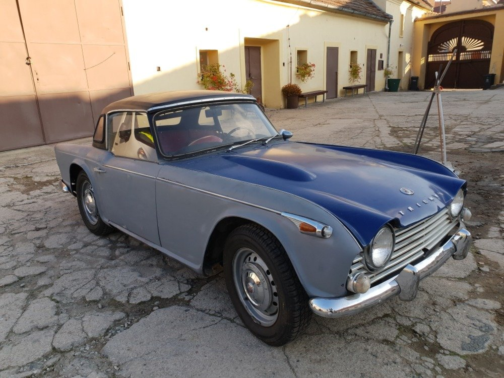 1967 Triumph TR4 with Hardtop For Sale (picture 1 of 6)