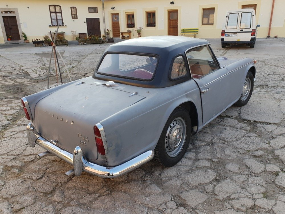 1967 Triumph TR4 with Hardtop For Sale (picture 3 of 6)