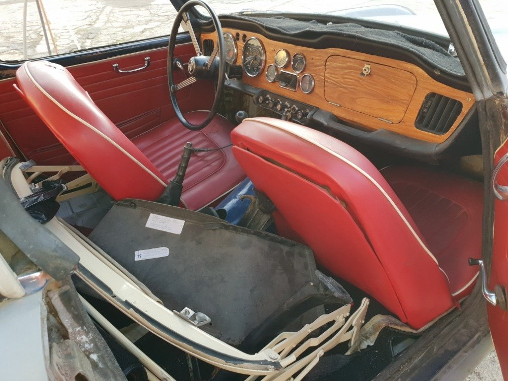 1967 Triumph TR4 with Hardtop For Sale (picture 4 of 6)