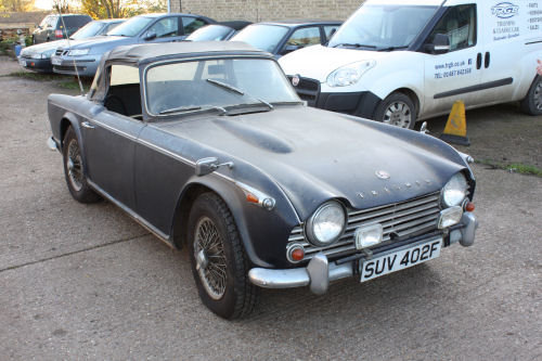 1697 BARN FIND! TR4A 1967 ORIGINAL UK CAR.  SOLD (picture 1 of 6)