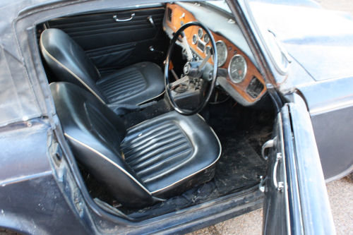 1697 BARN FIND! TR4A 1967 ORIGINAL UK CAR.  SOLD (picture 3 of 6)