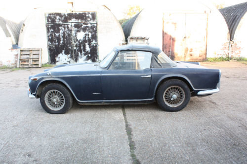 1697 BARN FIND! TR4A 1967 ORIGINAL UK CAR.  SOLD (picture 4 of 6)