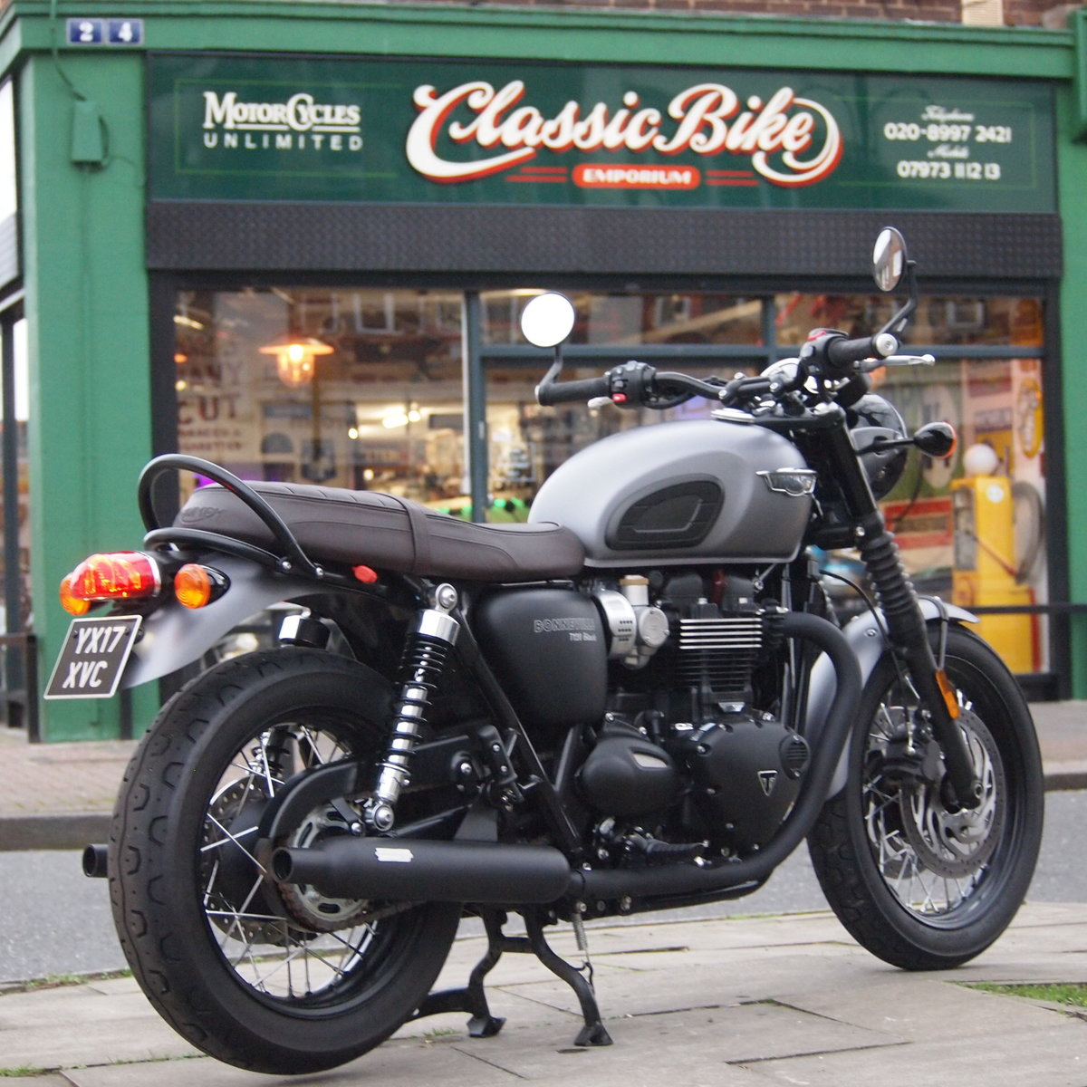 2017  T120 Bonneville 1200cc New Version In As New Condition. SOLD (picture 4 of 6)