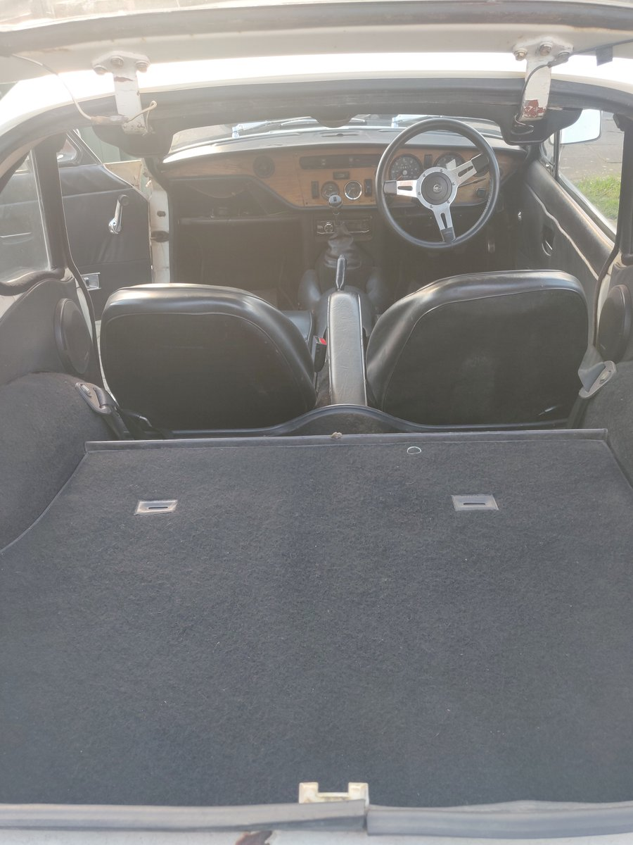 https://uploads.carandclassic.co.uk/uploads/cars/triumph/12644599.jpg
