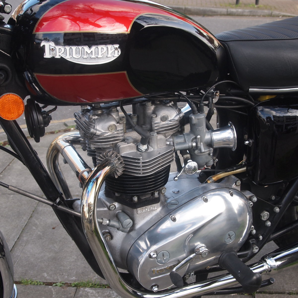 1976 Beautiful Triumph T140 750 Bonneville. SOLD (picture 5 of 6)