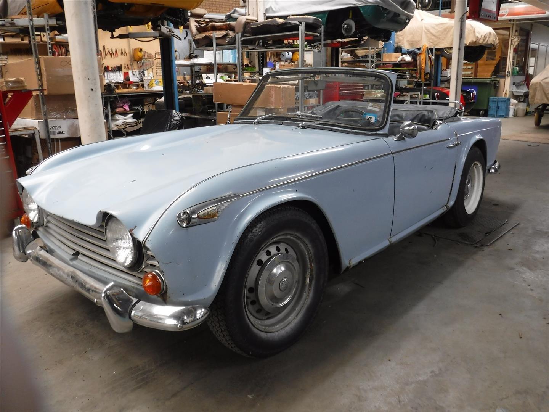 Triumph TR4A 1966 SOLD (picture 2 of 6)