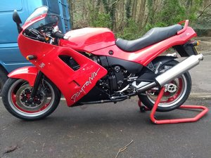 Triumph Daytona 900 triple in red