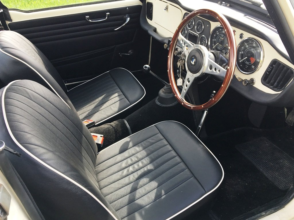 TR4 1963 WHITE WITH BLACK INTERIOR. SOLD (picture 2 of 6)
