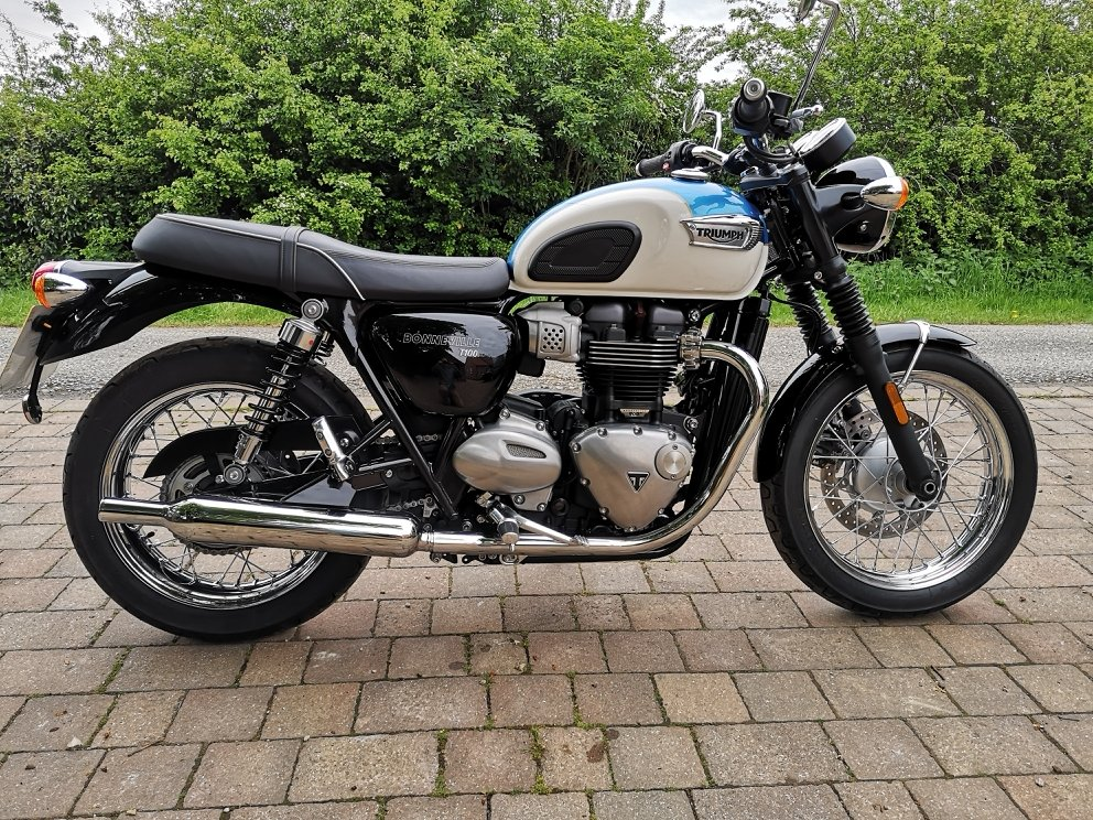 2018 Triumph Bonnevill T100 in stunning metallic blue For Sale (picture 1 of 6)
