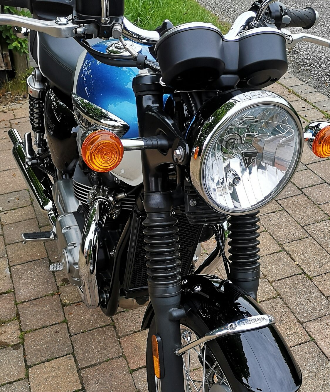2018 Triumph Bonnevill T100 in stunning metallic blue For Sale (picture 5 of 6)