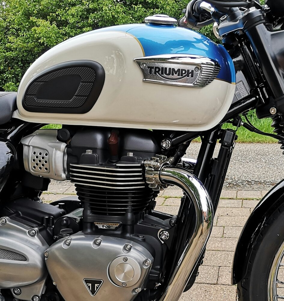 2018 Triumph Bonnevill T100 in stunning metallic blue For Sale (picture 6 of 6)