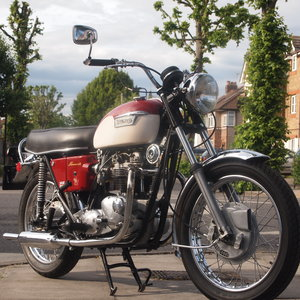 1971 Triumph T120R 650 Bonneville, Oil In Frame.