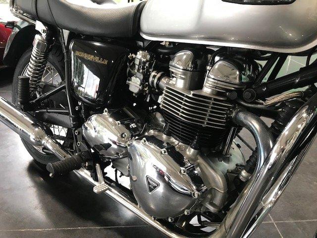 2001 Triumph Bonneville * LIKE NEW * For Sale (picture 5 of 6)