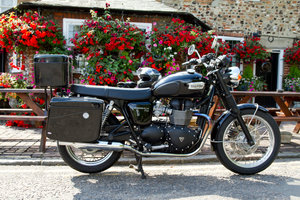 Triumph Bonneville T100 Black low mileage MOT