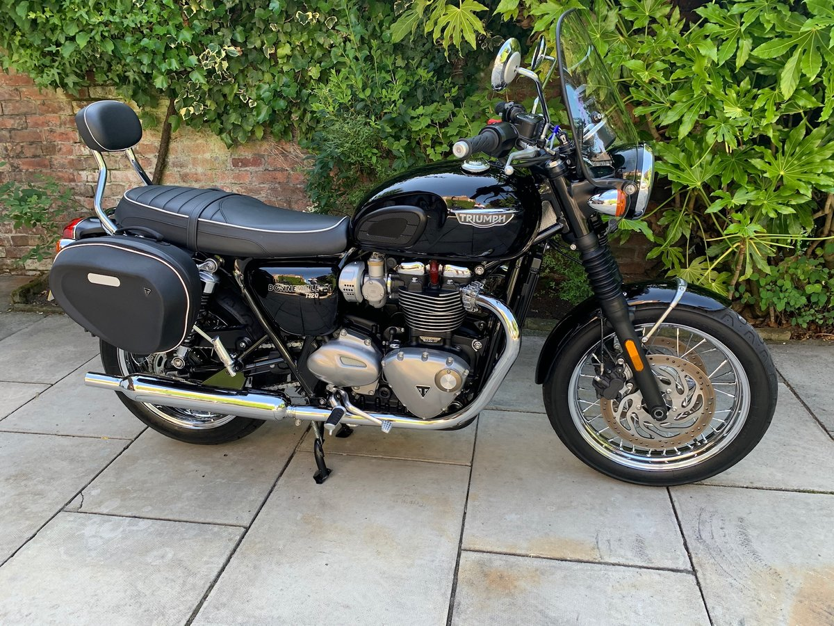 2017 Triumph Bonneville T120 Exceptional Condition, With Extras SOLD (picture 1 of 6)